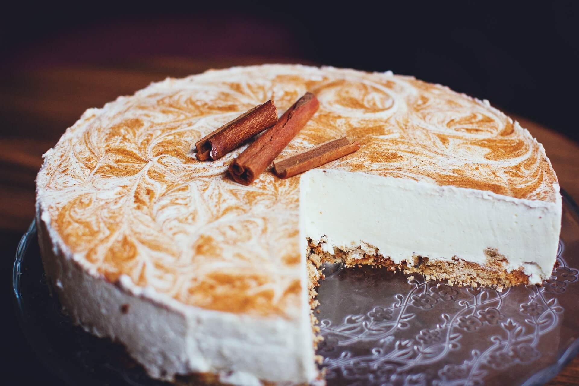Best way to ice a vanilla cake