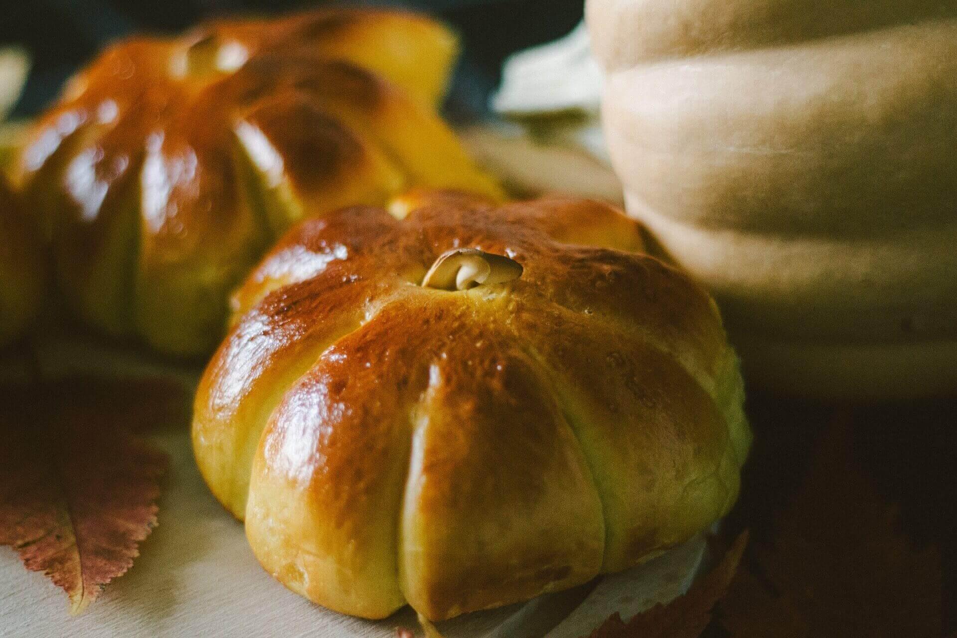 Pumpkin buns with salted butter